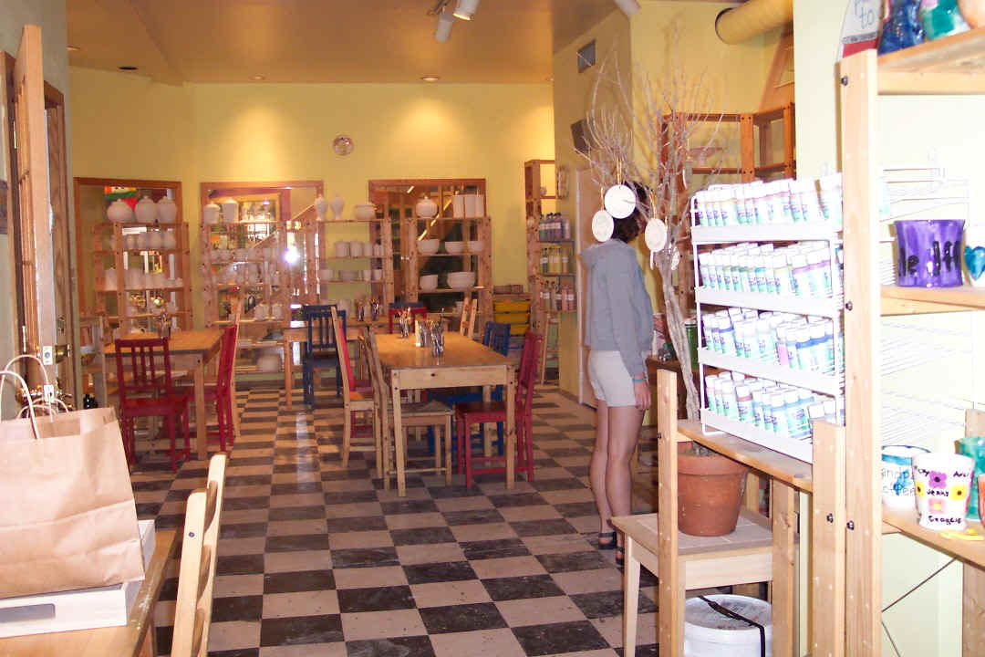 Clay Cafe' Inside.JPG (229384 bytes)